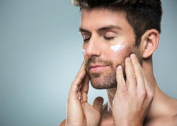 Ne čisti svoje lice prije nego odlaska u krevet.
